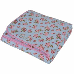 couvre lit b b couvre lit plaid pour garder b b au chaud. Black Bedroom Furniture Sets. Home Design Ideas