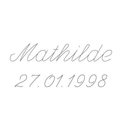 Gravure prénom + date sur médaille (Typo 9 Script)  par Gravure magique