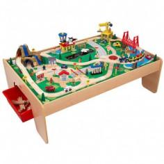 Gros circuit de train sur table en bois (124 x 87 cm)