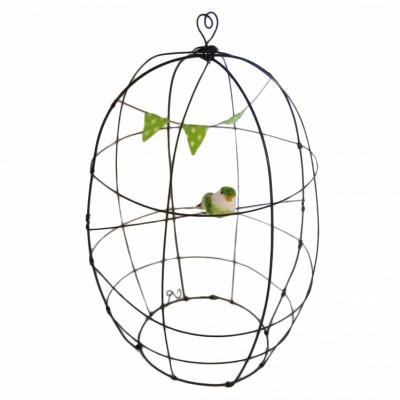 Cage décorative en fil de fer et guirlande fanion vert  par De Beaux Souvenirs