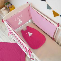 Tour de lit rose fuchsia et rose clair personnalisable (pour lits 60 x 120 cm et 70 x 140 cm)
