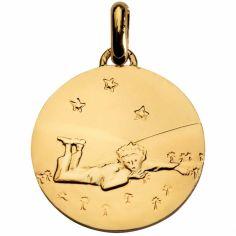 Médaille Le Petit Prince couché dans l'herbe 14 mm (or jaune 750°)
