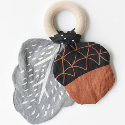 Hochet anneau en coton et bois Gland