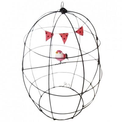 Cage décorative en fil de fer et guirlande fanion rose  par De Beaux Souvenirs