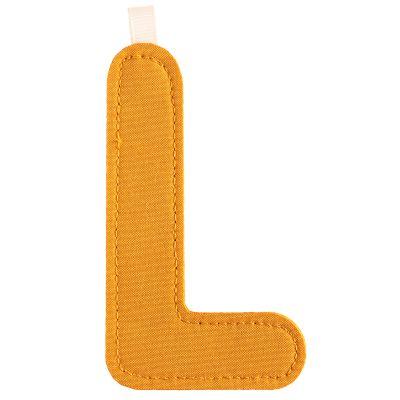 Lettre en tissu à suspendre L (9,5 cm)  par Lilliputiens