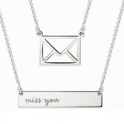 Double collier chaîne 60 cm pendentif Twin miss you et enveloppe (argent 925°)  par Coquine