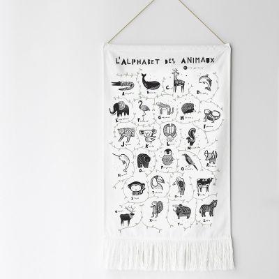 Décoration à suspendre L'alphabet des animaux  par Wee Gallery
