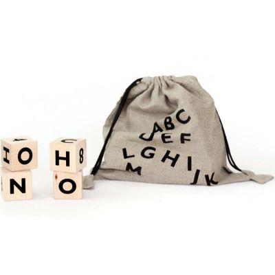 Cubes en bois Alphabet noir  par ooh noo