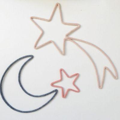Déco murale étoile filante en tricotin (personnalisable)