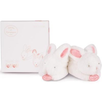 Chaussons de naissance lapin Pompon avec hochet corail (0-6 mois) Doudou et Compagnie