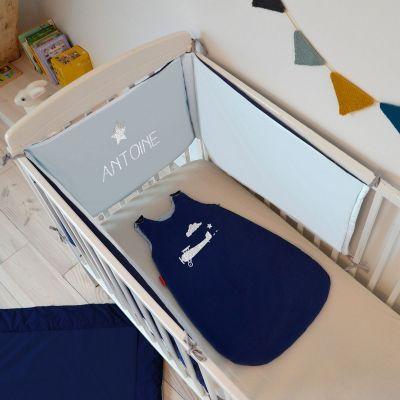tour de lit bleu clair et gris ardoise personnalisable pour lits 60 x 120 cm et 70 x 140 cm. Black Bedroom Furniture Sets. Home Design Ideas
