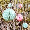 Boules en papier alvéolé vert menthe (3 pièces)  par Arty Fêtes Factory