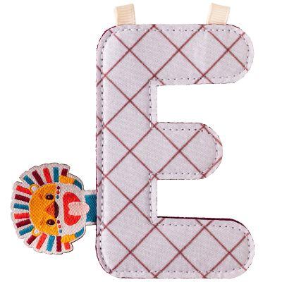 Lettre en tissu à suspendre E Jack (9,5 cm)  par Lilliputiens