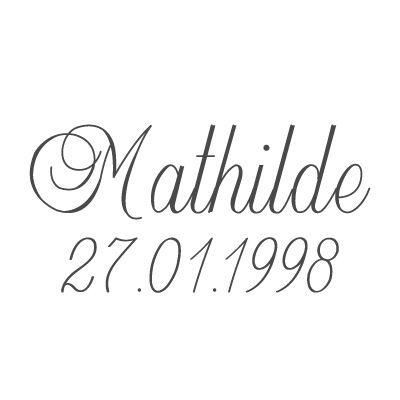 Gravure prénom + date sur médaille (Typo 2 Balmoral)  par Gravure magique